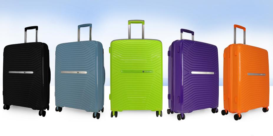 Яркие и прочные пластиковые чемоданы