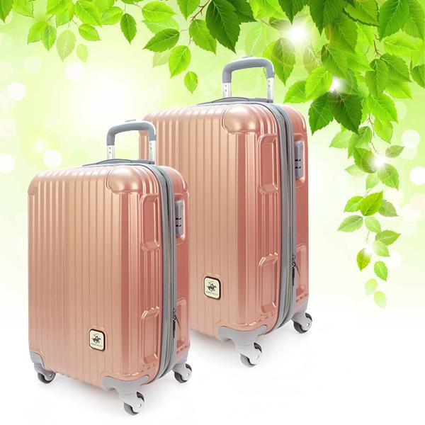 Стильные пластиковые чемоданы.
